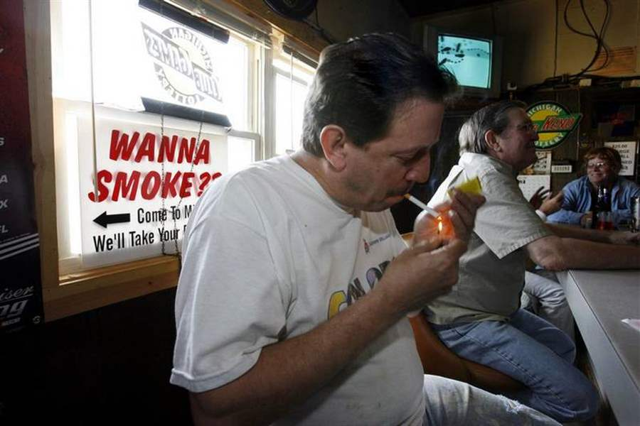 Ohio-smokers-make-run-for-border