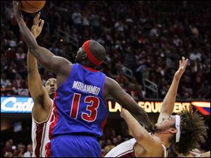 Detroit's Nazr Mohammed knocks down Cleveland's Anderson Varejao while being guarded by Donyell Marshall.