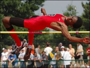 Rogers  Erik Kynard cleared 6-9, same as the state champ, but had to settle for second place.