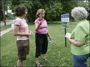 Elisa Roush, left, and her mother, Elinor, talk with city council candidate Karen Shanahan, who