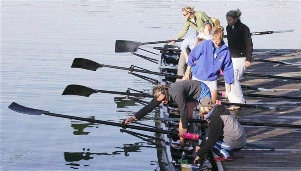 St-Ursula-academy-s-varsity-eight-members-head-for-london-for-a-regatta-3