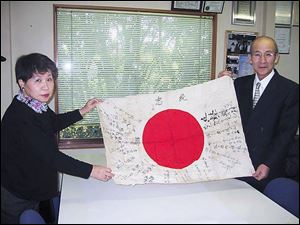 Machiko Ohkawa, a sister of Mr. Tokumoto, who died in the Philippines, and Kenji Tokumoto, the only son of the flag s owner.