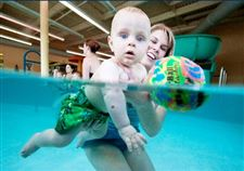 Water-babies-Classes-get-even-the-youngest-kids-in-the-swim