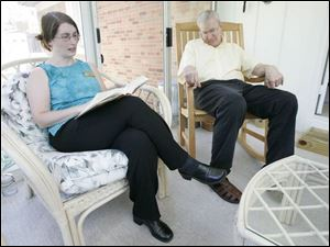 Aide Tania Beatty reads to Patrick McManamon of Toledo, who suffers from Parkinson s disease.