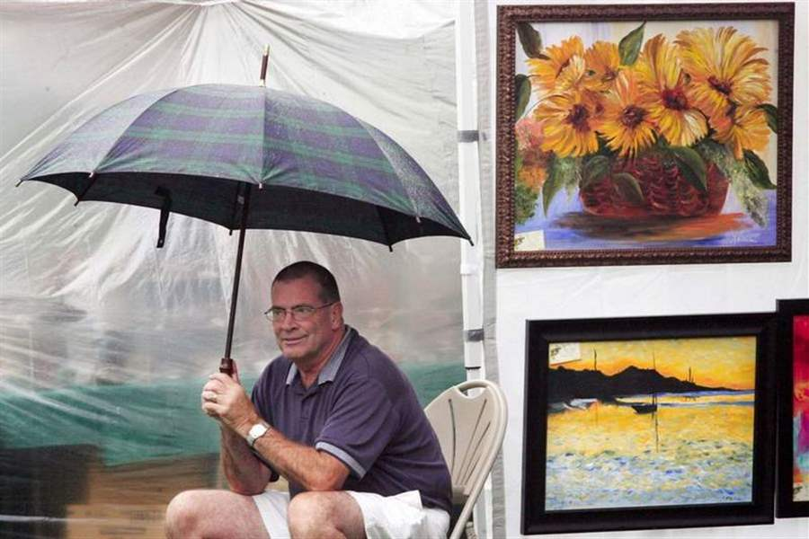 Rain-fails-to-dampen-spirit-of-art-show-2