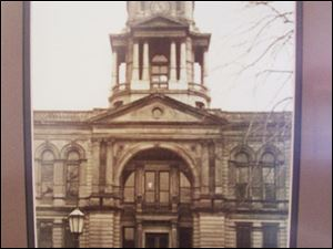 A photograph of the 1884 courthouse shows the clock tower.
