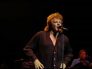 Eddie Money is to perform over Labor Day weekend.