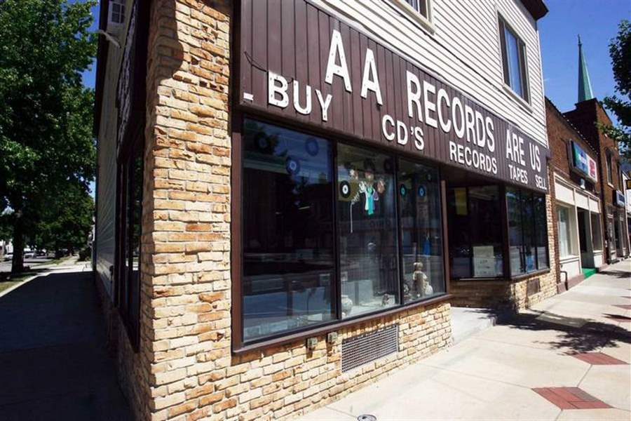 Little-known-Toledo-store-boasts-huge-collection-of-vinyl-records-3