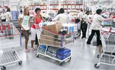 Costco-clients-converge-as-deals-delight-2