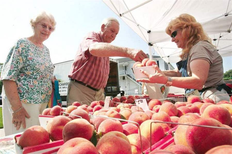 PLENTY-OF-FARM-FRESH-PRODUCTS-AT-THE-PERRYSBURG-FARMERS-MARKET