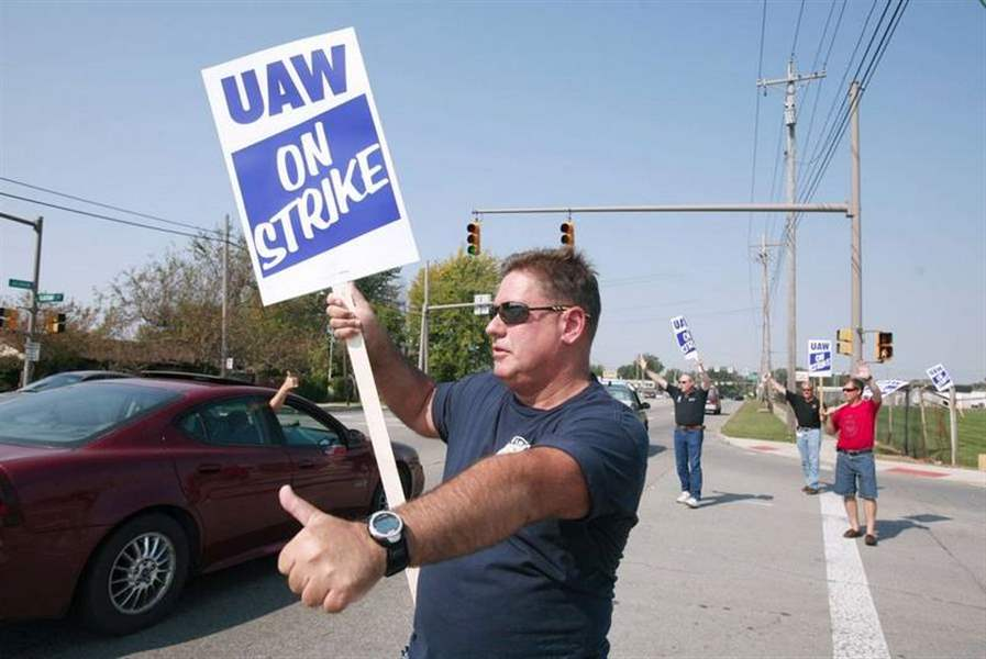 UAW-strikes-at-GM-plants-idles-1-850-Toledo-workers