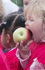 APPLES-HAVE-APPEAL-FOR-OWENS-KIDS-3