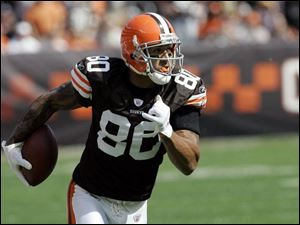 The Browns  Kellen Winslow tries saying all the right things about the Dolphins, their next opponent.