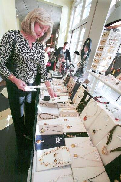 DESIGNER-CLOTHES-AND-JEWELRY-ON-SALE-IN-PERRYSBURG-2
