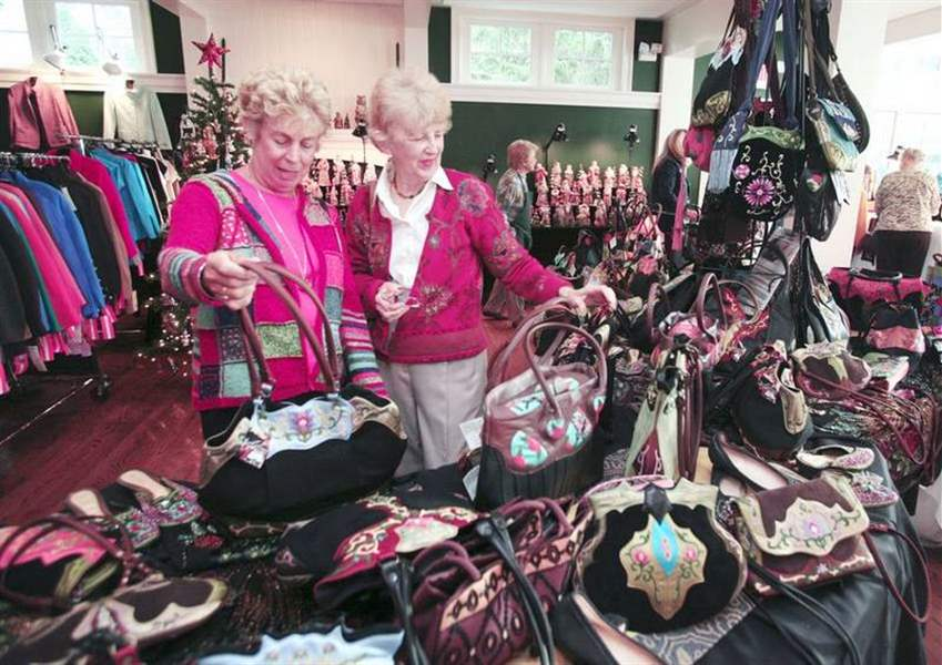 DESIGNER-CLOTHES-AND-JEWELRY-ON-SALE-IN-PERRYSBURG
