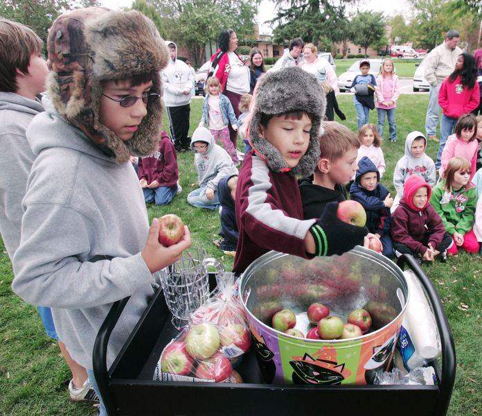 WOOD-COUNTY-PARKS-CELEBRATES-APPLE-CIDER