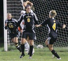 Girls-soccer-Arrows-Wildcats-in-fifth-matchup-2