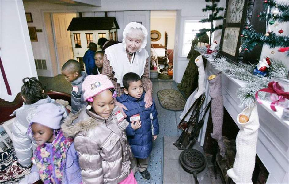About-the-Wolcott-House-Yes-Virginia-the-museum-has-Santas-3