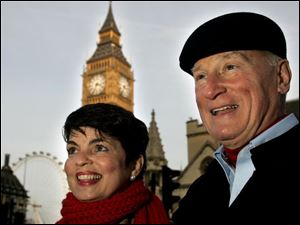 Amy and Carty Finkbeiner see the sights like Big Ben in St. Stephen s