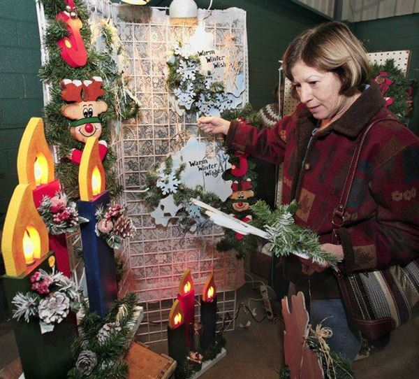Christmas Decorations At Haskins : Crafts for christmas in maumee the blade