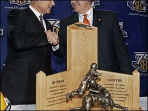 LSU coach Les Miles, left, and Tennessee coach Phillip Fulmer pose with the Southeastern