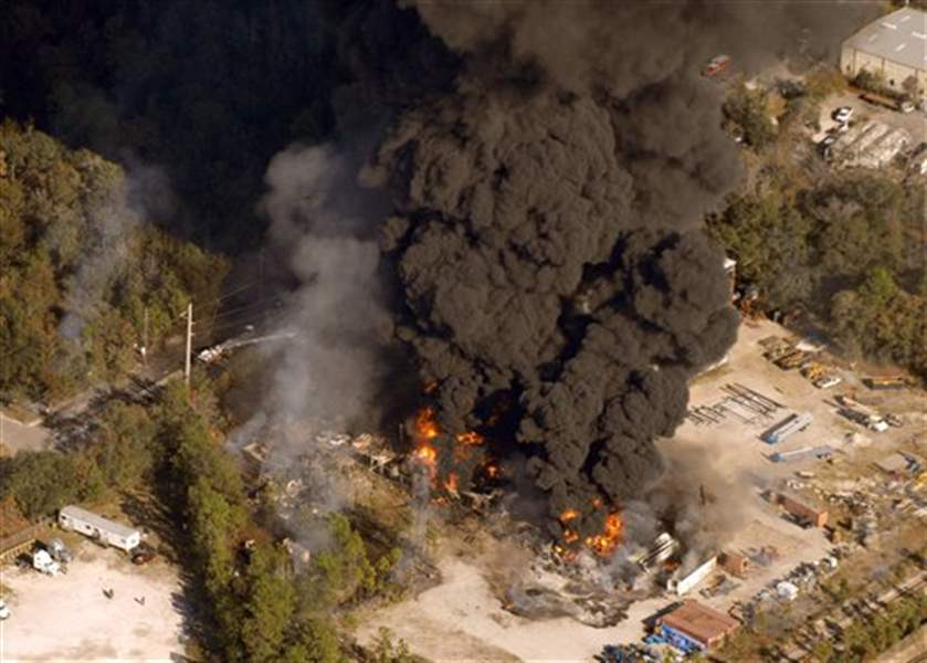 Explosion-fire-at-Fla-chemical-plant-kills-4-injures-at-least-14