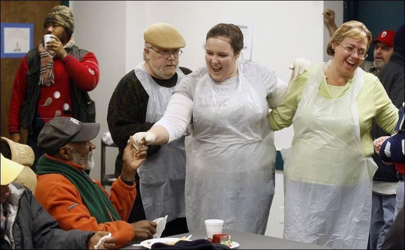 Volunteers Make Merry Doing Their Good Deed In Toledo