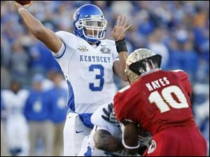 Kentucky quarterback Andre Woodson threw for 358 yards and four touchdowns in a victory over Florida State.