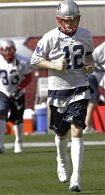 Brady-practices-eases-worries-about-ankle