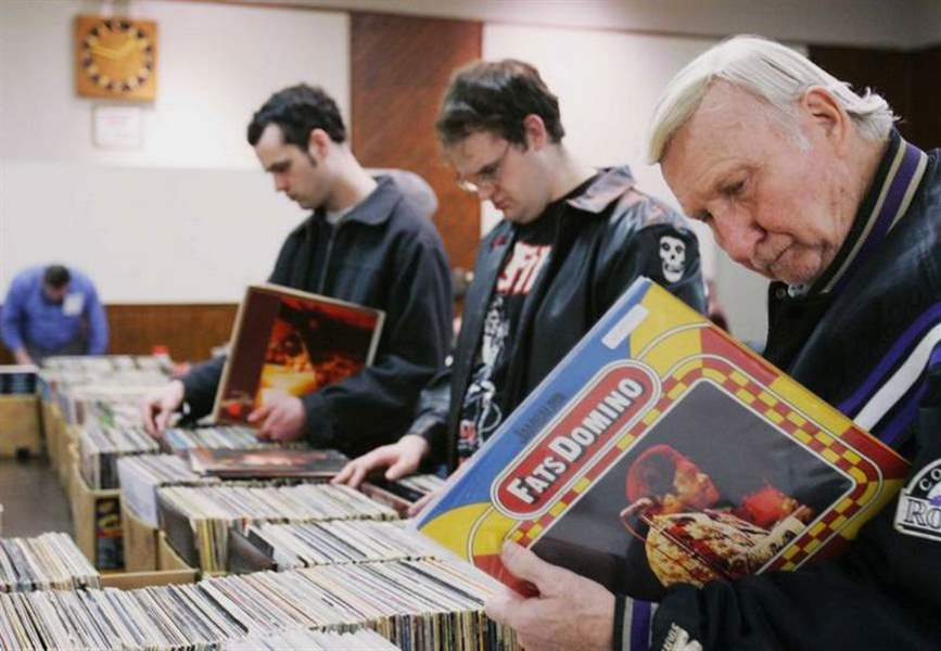 VENDORS-DRAW-A-CROWD-WITH-VINTAGE-VINYL