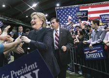 Clinton-brings-campaign-to-Ohio