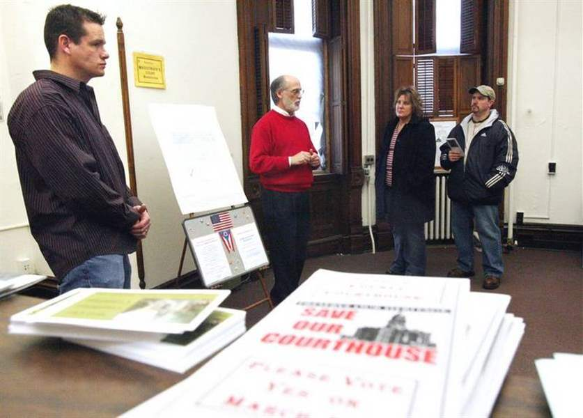 Last-Seneca-County-courthouse-tour-held-next-is-March-4-vote-3