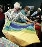 VOLUNTEERS-BLANKET-A-WORKSPACE-WITH-QUILTS-FOR-A-GOOD-CAUSE-5