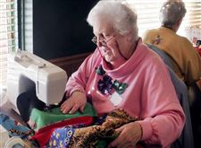 VOLUNTEERS-BLANKET-A-WORKSPACE-WITH-QUILTS-FOR-A-GOOD-CAUSE-4