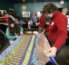 VOLUNTEERS-BLANKET-A-WORKSPACE-WITH-QUILTS-FOR-A-GOOD-CAUSE