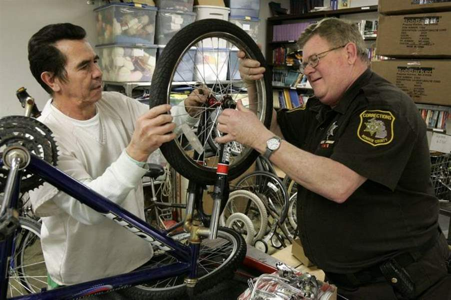Jail-inmates-quilt-fix-bikes-in-Monroe-County