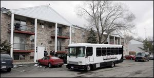 Jurors wait in a bus to tour the apartment on South Holland-Sylvania Road where Tammy Bowlin Macrae was killed.