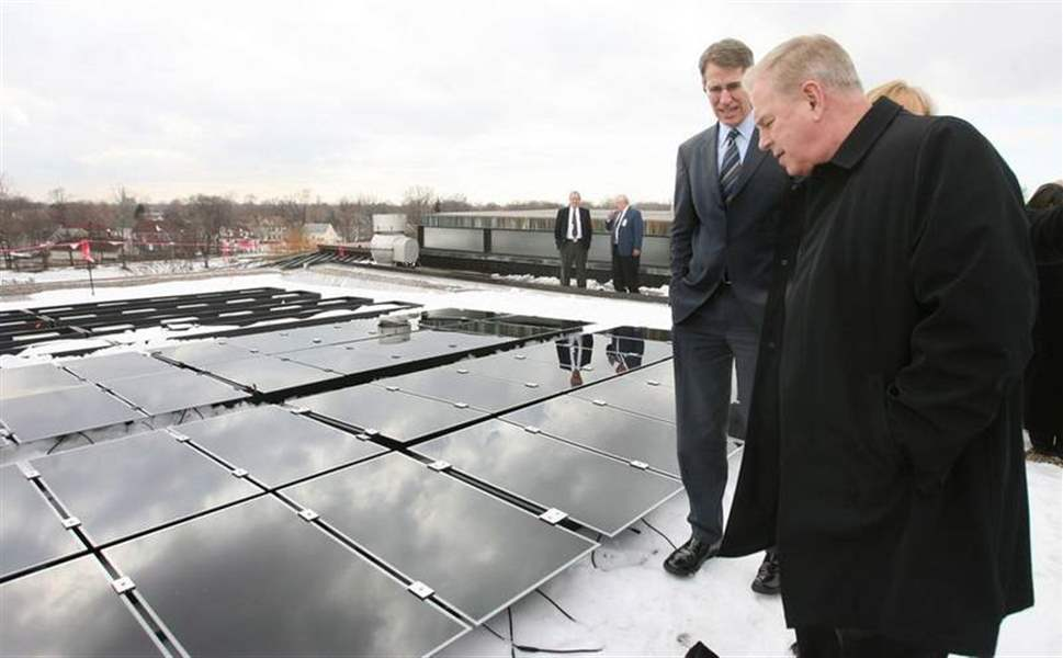 Art-museum-turns-sunny-side-up-Strickland-visits-to-examine-installation-of-solar-panels