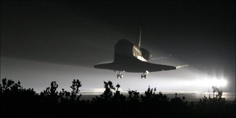 space shuttle landing at night - photo #4