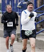 Wind-snow-fail-to-deter-Glass-City-marathoners