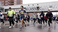 Wind-snow-fail-to-deter-Glass-City-marathoners-4