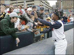 Curtis Granderson greets fans af Fifth Third Field. The center fielder, on a rehab assignement, had two singles.