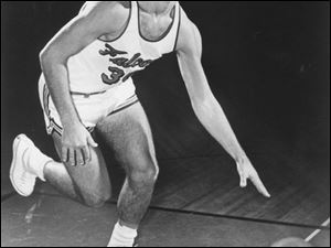 Firing up a remarkably accurate left-handed jump shot, Howard Komives led the nation in scoring in 1964, averaging 36.7 points per game for all games, and he led the MAC with a 35.6 average in league contests. Those
