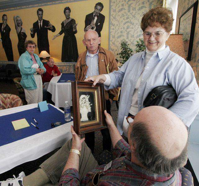 Appraisers-cast-trained-eyes-on-Toledo-treasures-trifles-2
