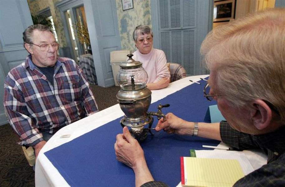 Appraisers-cast-trained-eyes-on-Toledo-treasures-trifles