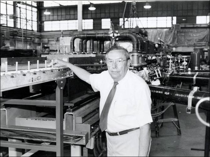 Harold McMaster in 1994 on the shop floor at Solar Cells Inc., which laid the groundwork for the founding of First Solar Inc.