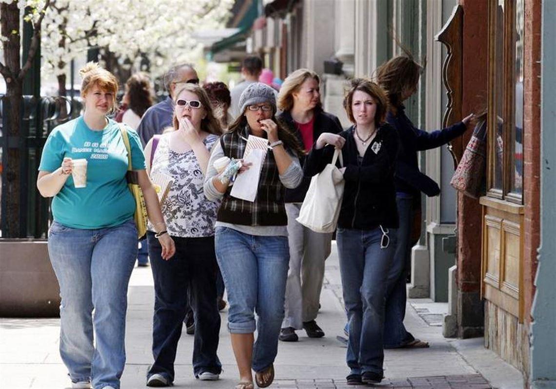 Strolling Along The Main Street In Bowling Green Toledo Blade