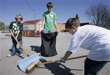 STUDENTS-MAKE-A-CLEAN-SWEEP-IN-SOUTH-TOLEDO-3
