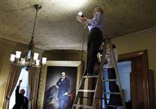 Conservators-like-wallpaper-at-Hayes-Home-in-Fremont