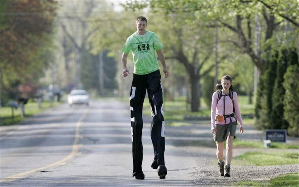 Michigan-man-tackles-tall-task-on-stilts-3